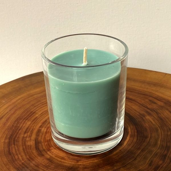 Patchouli & Sandalwood pure soy Classic, with glass, burns brightly for 35 hours with a soothing, sophisticated aroma.