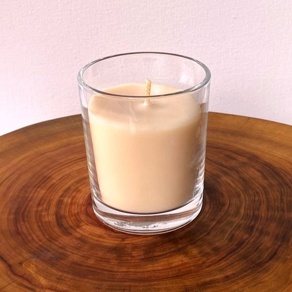 Vanilla Bean pure soy Classic, with glass, burns brightly for a total of 35 hours, with a warm, rich aroma.