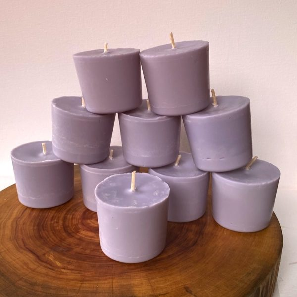Ten Lavender & Vanilla pure soy Classics burn brightly for a total of 350 hours with a lavish, calming aroma.