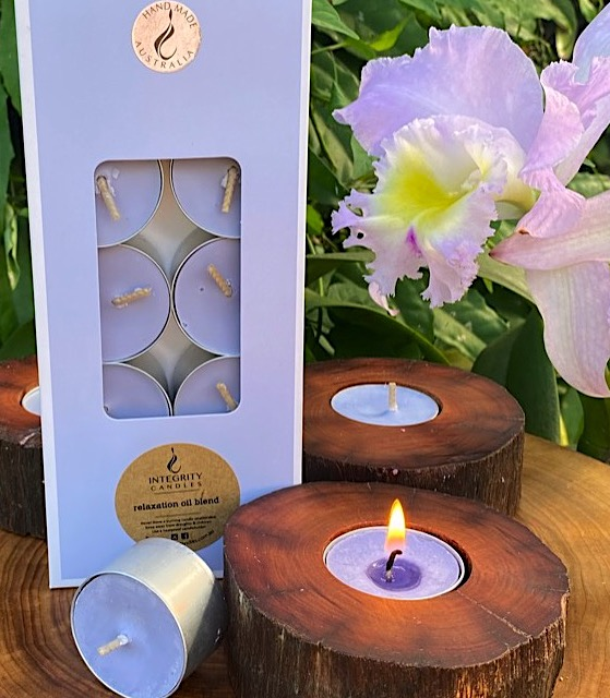 Relaxation oil blend scented tea-light cups burn brightly for eight hours each. Presented in a 10 pack windowed gift-box.