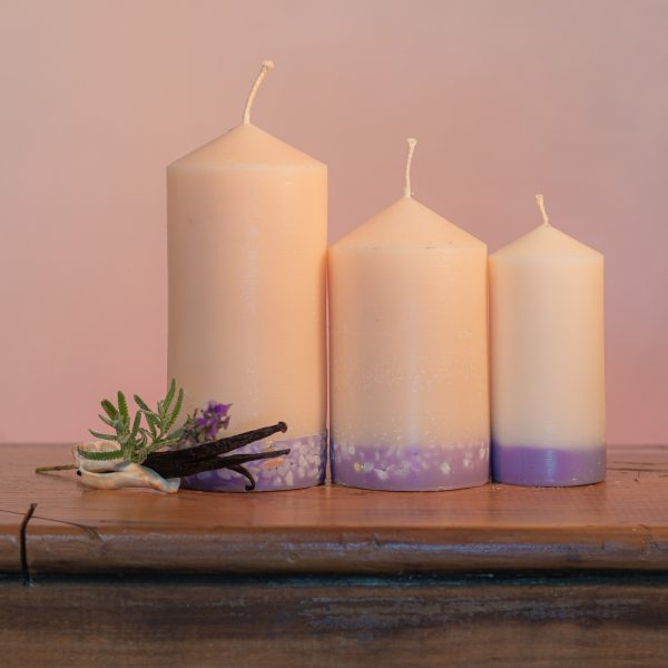 Luxurious essential oils of Lavender and Vanilla make this light cream coloured candle a favourite. It features a lilac base embedded with soft pastel river pebbles.