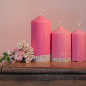 Romantically scented, this candle range is infused with essential oils of Rose and Geranium. Pretty in pink, this candle features a crisp white base embedded with river pebble.