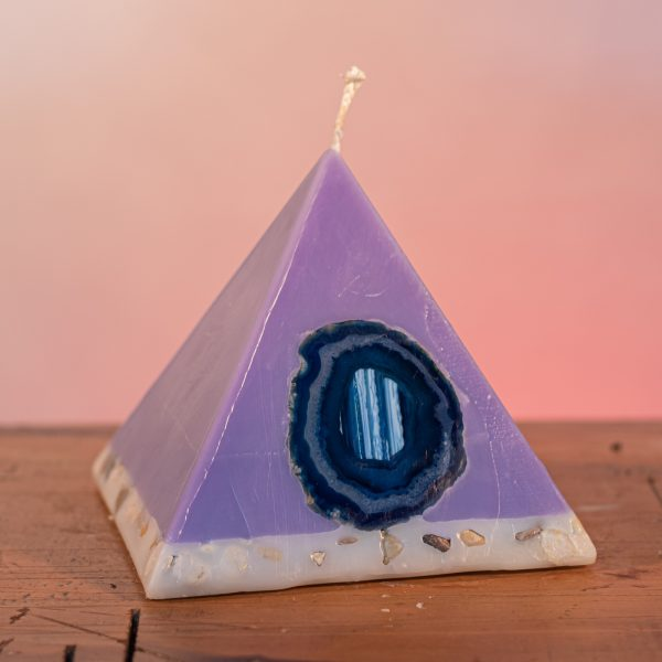 As your pyramid candle burns, the flame illuminates the Agate, revealing the stone's unique variegated patterns, and leaves you with a gorgeous keepsake. Deeply relaxing, this blend of essential oils includes Lavandula Angustifolia, Patchouli, Citrus, Marjoram, Jojoba, Geranium and Chamomile. A meditative shade of purple, the range features a white base embedded with river stone.
